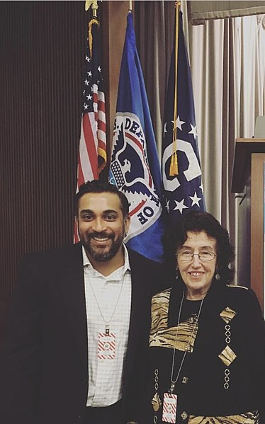 File:Happytalism FOunding Father Jayme Illien United States Department of  State Adviser With Mother Anna Belle Illien.jpg - Wikimedia Commons medzinárodný deň šťastia