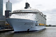 Harmony of The Seas (27151378661) (2).jpg