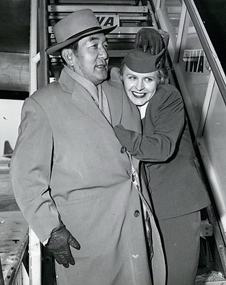 Sessue Hayakawa - Hayakawa with a flight attendant in New York, c. 1960