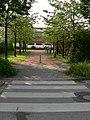 Heimstetten- Kirschbaumallee beim Eingang der Silva-Grundschule - geo.hlipp.de - 11295.jpg