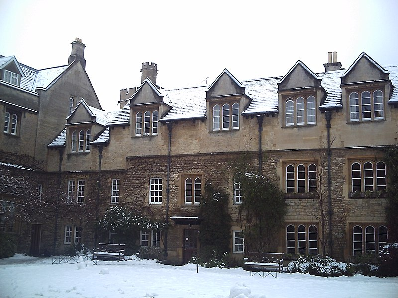 File:Hertford college Old Quadrangle under the snow.jpg