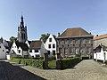 Het begijnhof van Kortrijk met op de achtergrond de Sint-Martinuskerk - 374892 - onroerenderfgoed.jpg