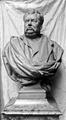 Hippolyte de Villemessant statue.png