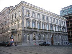 Hoekgebouw in neoclassicistische stijl aan het Congresplein 1.jpg