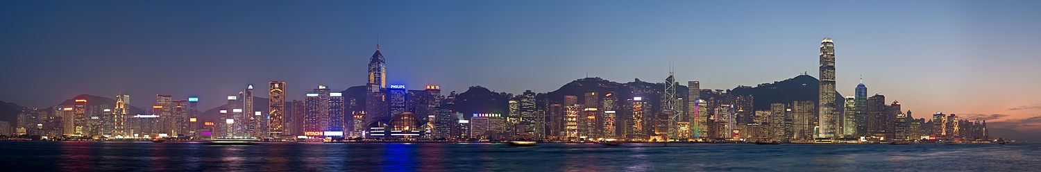 Panorama do norte da Ilha de Hong Kong à noite.
