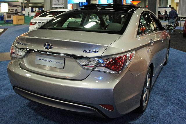 http://upload.wikimedia.org/wikipedia/commons/thumb/4/41/Hyundai_Sonata_Hybrid_WAS_2012_0685.JPG/640px-Hyundai_Sonata_Hybrid_WAS_2012_0685.JPG