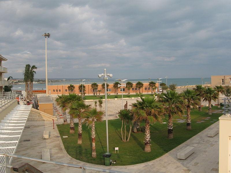 File:Il porto di marina di ragusa.JPG