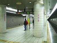 JRWest-Kitashinchi-station-platform.jpg