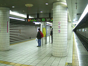 JRWest-Kitashinchi-station-platform.jpg