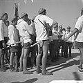 Jamboree 1963 te Marathon Griekenland Zwitsers met volkszang en dans op hun zit, Bestanddeelnr 915-4374.jpg