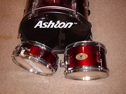 "Three-piece set for a young player: 16"" bass, 10"" snare, one 10"" hanging tom Junior drum set.JPG"