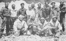 I componenti della spedizione al K2. Bonatti è il terzo in piedi da sinistra. Accanto a lui, Ardito Desio