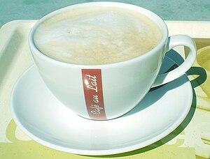 Deutsch: Kaffeetasse mit Milchkaffee (Café au ...