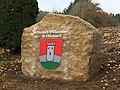 Kalkstein mit Dorfwappen von Oberlauch.jpg