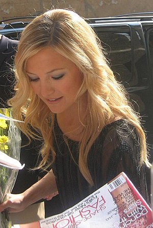 Kate Hudson - Hudson signing autographs in July 2006