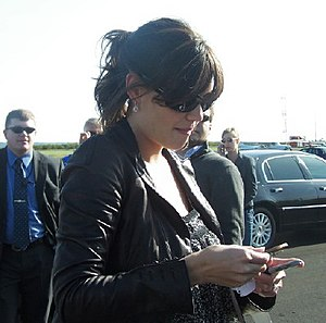 Katie Holmes - Holmes in May 2006