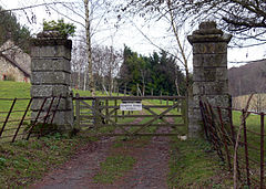 Knighton-gorges-gateposts.jpg