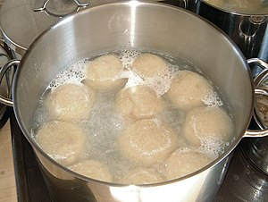 Recovery time (culinary) - Potato dumplings being boiled