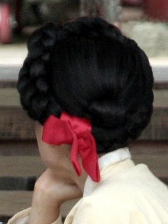 Daenggi - Image: Korean hair style Komeori with daenggi 01
