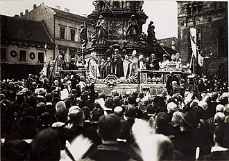 Marian and Holy Trinity columns - King Charles IV of Hungary, taking his Coronation Oath on 30 December 1916 at Holy Trinity Column in Budapest.