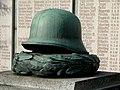 Kranz und Helm - panoramio.jpg