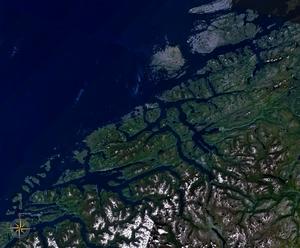Nordmøre - Image: Kysten av Romsdal og Nordmøre 8.01767E 63.02936N