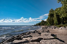 Linia brzegowa jeziora Ontario, Mississauga (29869953971).jpg