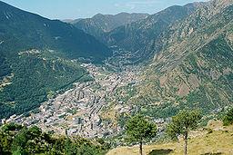 Andorra la Vella sett från bergen