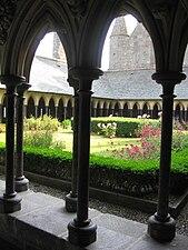 Le cloître du mont Saint-Michel..jpg