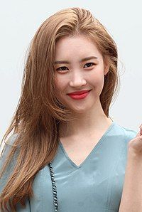 Lee Sun-mi going to a Music Bank recording in September 2018 (2).jpg