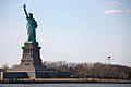 Liberty Island + bandera (4455977196).jpg