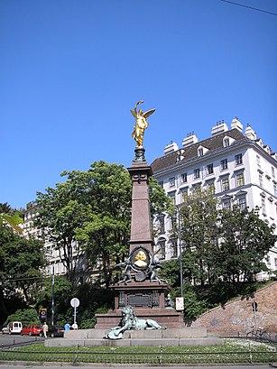 So kommt man zu Liebenberg Denkmal mit den Öffentlichen - Mehr zum Ort Hier