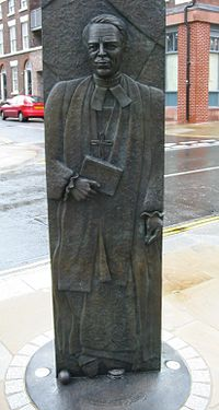 Liverpool bishops sculpture Anglican.jpg