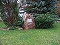 Lochkov, pomník v parku.jpg