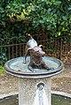 London - Kensington Gardens - Floral Walk Dogstatue.jpg