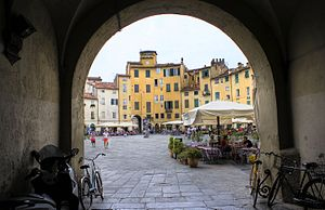 Piazza dell'Anfiteatro - The square as seen from one of its four gateways