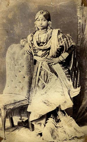 Gharara - Image: Lucknow Women 2