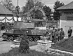 Mátyásföld, Újszász utca 41-43. Magyar Királyi Honvéd gépkocsiszertár díszudvara, haditechnikai bemutató. Fortepan 72111.jpg