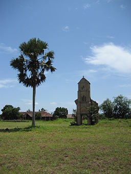 Makoua (Republic of the Congo) - Former bell tower.JPG