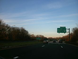 Meadowbrook State Parkway - Signage denoting the State Senator Norman J. Levy Memorial Parkway designation just south of exit M7E on the northbound Meadowbrook