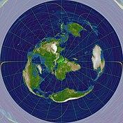 Земля проецируется на круг, центрированный в Мекке