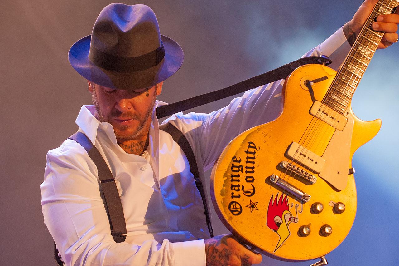 Guitarristas y su Guitarras (El Topic) 1280px-Mike_Ness_RdelS_5