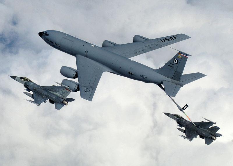 ملف:Mildenhall KC-135 refueling Spang F-16s.jpg