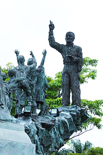 Arnulfo Arias - Image: Monumento a Arnulfo Arias Madrid..