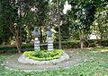 Monumentos em homenagem ao Beato João Batista Scalabrini e ao Padre José Marchetti no Instituto Cristóvão Colombo.jpg