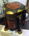 Museo antropologico, sezione artico, ainu di hokkaido, shintoko laccato.JPG