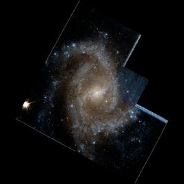 NGC 2835 hst 09042 R814GB450.png