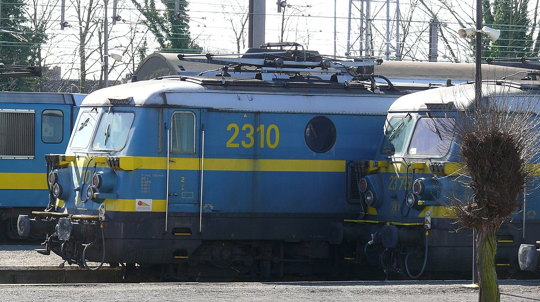 NMBS HLE23 2310 and 2375.