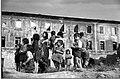 Napoli 1947, Bambini davanti la Caserma Bianchini.jpg