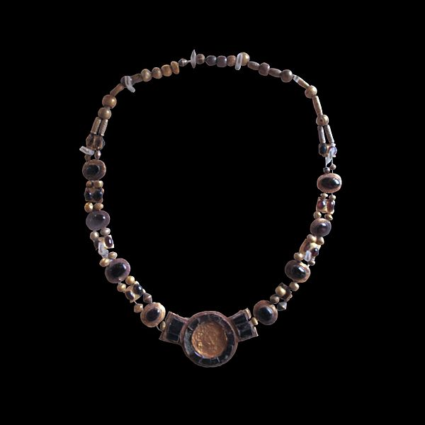 File:Necklace-AO 21421-IMG 0333-black.jpg